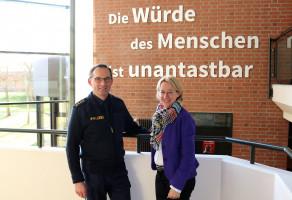 """Die SPD-Landtagsfraktion fordert seit vielen Jahren zusätzliche Stellen bei der Polizei. """"Die Polizistinnen und Polizisten verdienen es, unter angemessenen und familienfreundlichen Arbeitsbedingungen ihren wichtigen Dienst für die Allgemeinheit zu leisten"""