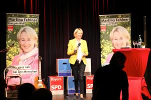 Martina Fehlner begrüßte die zahlreichen Gäste