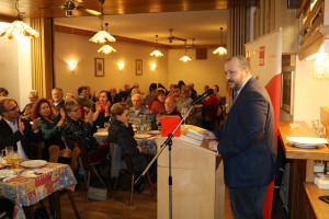 Rafael Herbrik, Bürgermeisterkandidat und Vorsitzender der SPD Stockstadt, bei seinem Grußwort