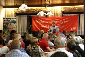 Der stellvertretende SPD-Bundesvorsitzende Ralf Stegner sprach in Stockstadt zu über 70 Gästen