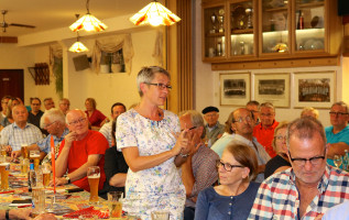 An der engagierten Diskussion im Anschluss an Ralf Stegners Rede beteiligte sich unter anderem Bettina Göller, Vorsitzende der Bachgau-SPD, mit einem Beitrag zum wichtigen Thema Pflege.