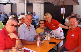 Martina Fehlner mit ihren Stadtratskollegen Wolfgang Giegerich und Karl-Heinz Stegmann sowie Uwe Flaton, Vorsitzender SPD Aschaffenburg-Damm, mit Tochter