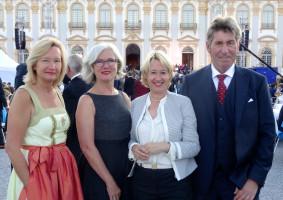 Die Vorstandschaft des Aschaffenburger Tierschutzvereins mit MdL Martina Fehlner