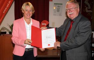 Großes Lob und Anerkennung gab es vor allem für Jörg Unbehauen. Er ist seit 50 Jahren Mitglied der SPD.