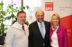 Uwe Flaton, Vorsitzender SPD-Orstverein AB-Damm, mit Martin Schulz und Martina Fehlner