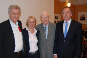 Wolfgang Jean Stock (Sohn von Rudi Stock), Martina Fehlner, Rudi Stock und Franz Schindler (v.l.n.r.) Foto: Abgeordnetenbüro M. Fehlner