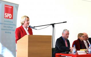 Die Aschaffenburger Landtagsabgeordnete Martina Fehlner wurde wieder auf Platz 2 gewählt