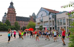 Am 6. und am 20. August um 19 Uhr lädt die AsF nochmals zum Zumba auf dem Schloßplatz vor der Aschaffenburger Stadthalle ein!