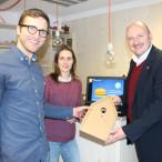 Kreative Ideen für den Sinngrund (von links): Sebastian Schneider, Romy Engel und Bernd Rützel, mit dem Entwurf für eine originelle Geschenkverpackung – die Sinngrundkiste.