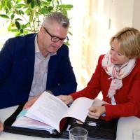 MdL Martina Fehlner im Gespräch mit Einrichtunsgleiter Marco Maier