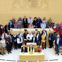 50 politisch interessierte Bürgerinnen und Bürger vom Bayerischen Untermain im Plenarsaal des Maximilianeums