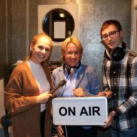 Martina Fehlner beim Redaktionsbesuch von Radio Klangbrett