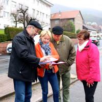 Ortstermin in Schneeberg: Unterschriftenübergabe an Martina Fehlner