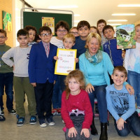 Martina Fehlner mit Kindern der Aschaffenburger Fröbelschule