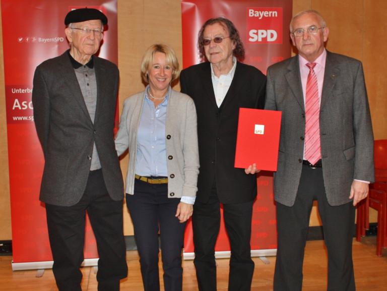 Das Foto zeigt (von links):  …, Martina Fehlner, …., …..